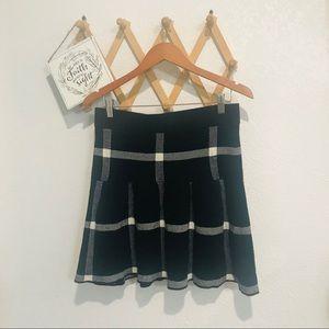 🌸5/$25 SALE🌸 Elle Skater Skirt Sz M